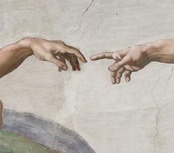 die Hände des Michelangelo-Gemäldes, die sich fast berühren