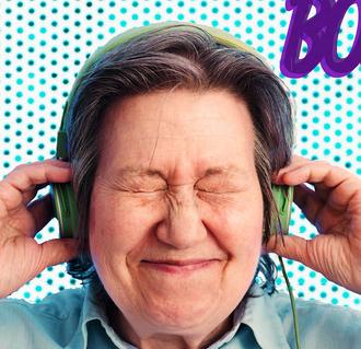 das Portrait von Ute Bock, wo sie Kopfhörer aufhat, die Augen zugekniffen mit Lächeln, Werbung machend für Bock auf Kultur