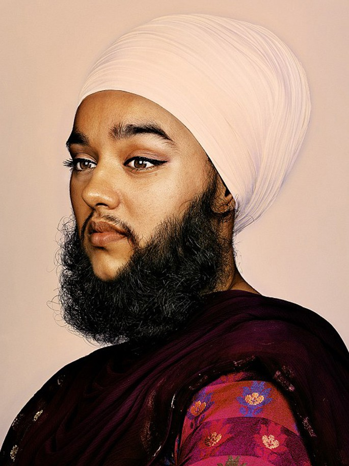 Frau Kaur hat aufgrund einer seltenen Genmutation einen Bart, ein Porträt von dieser feschen Lady